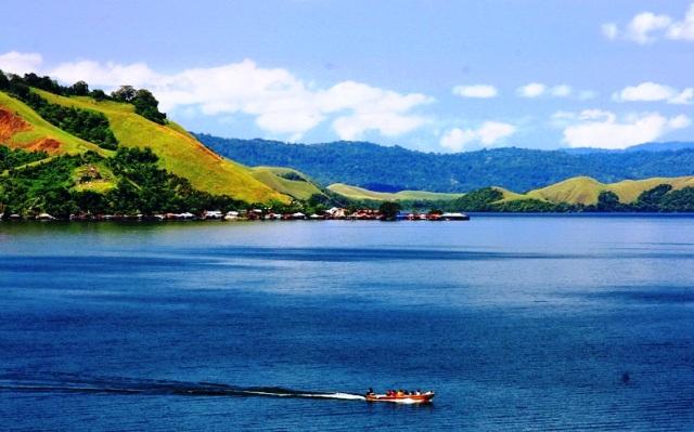Tempat Wisata Papua - Danau Sentani