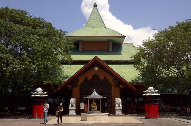 Tempat Wisata di Surabaya - Kelenteng Sanggar Agung