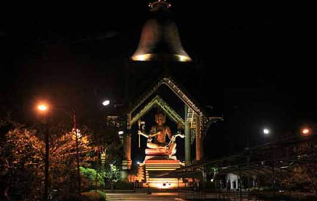 Tempat Wisata di Surabaya - Patung Buddha Empat Wajah