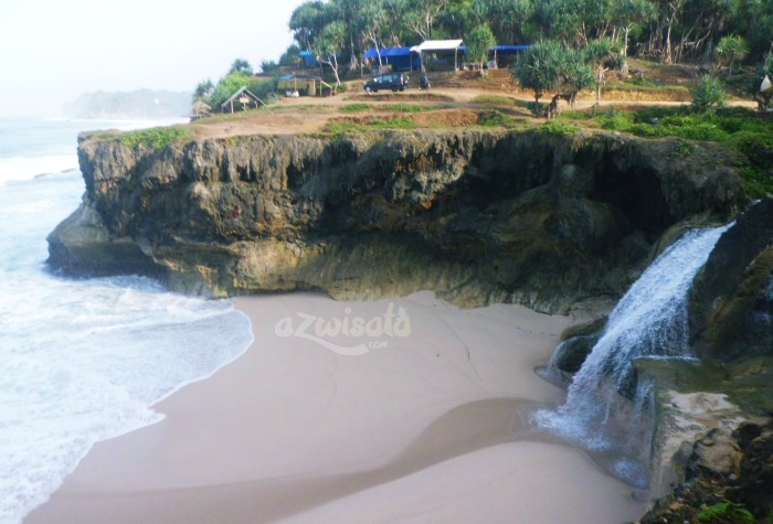 Pantai Banyu Tibo - Tempat Wisata Pantai di Pacitan