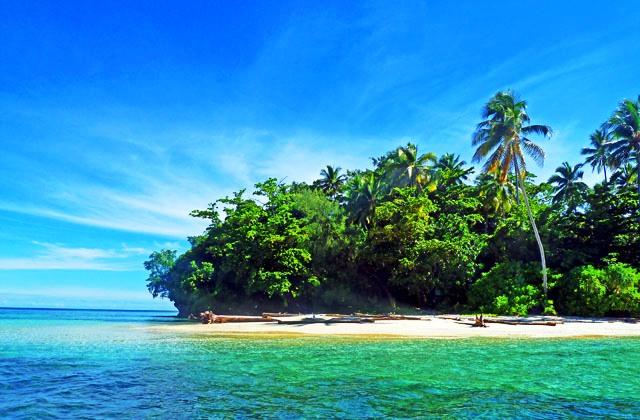 Tempat Wisata Papua - Taman Nasional Teluk Cendrawasih