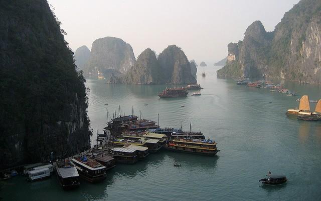 Tempat Wisata di Vietnam - Ha Long Bay