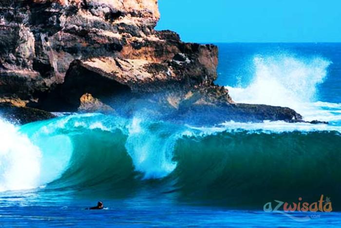 Pantai Watu Karung - Tempat Wisata Pantai di Pacitan